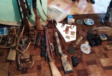 Sapte arme ridicate in urma unor perchezitii la Borsa
