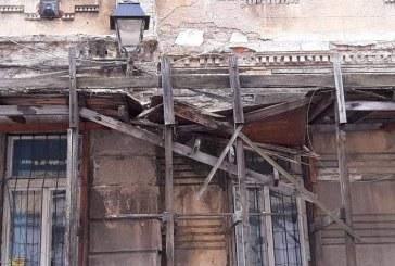 (FOTO)Baia Mare: Cladirea Directiei de Venituri sta sa se prabuseasca. Platitorii de taxe, in real pericol
