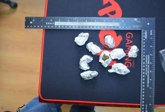Canabis descoperit asupra unui tanar de catre politistii de frontiera maramureseni (FOTO)