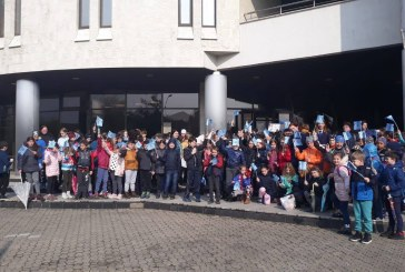Baia Mare: Peste 300 de copii au urat la La multi ani, prin desen, Politiei Romane