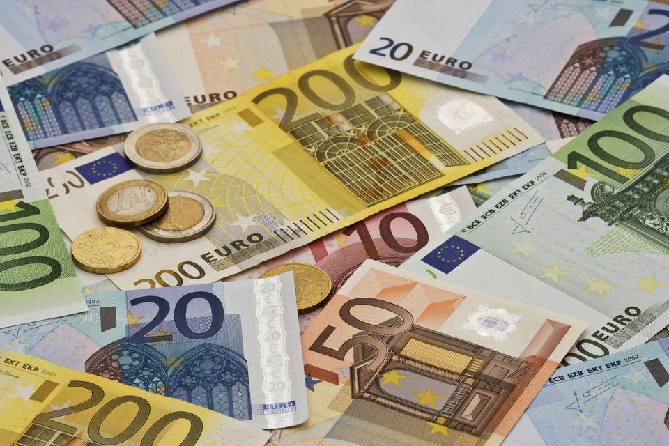 Euro s-a oprit sub 4,76 lei