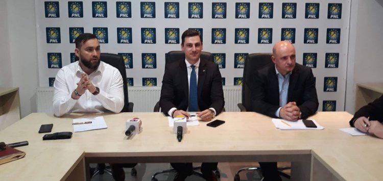 ACTUALIZARE: Liberalii vor decide astazi daca Anuta Moldovan ramane membru PNL si, implicit, consilier local. Femeia a facut imprumuturi in numele a zeci de localnici din Dragomiresti