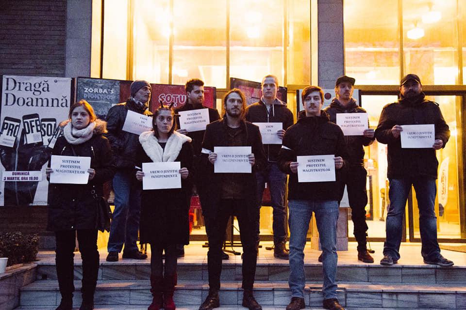 Actorii Teatrului Municipal Baia Mare, solidari cu protestul magistratilor