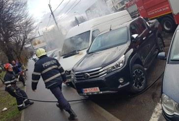 Baia Mare: O masina a luat foc langa Center (FOTO)