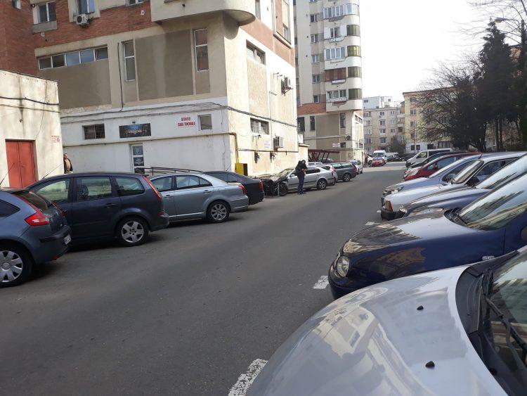 Baia Mare: Strada ce da fiori reci soferilor care o tranziteaza. Liber la circulatia pe ambele sensuri. Va descurcati?