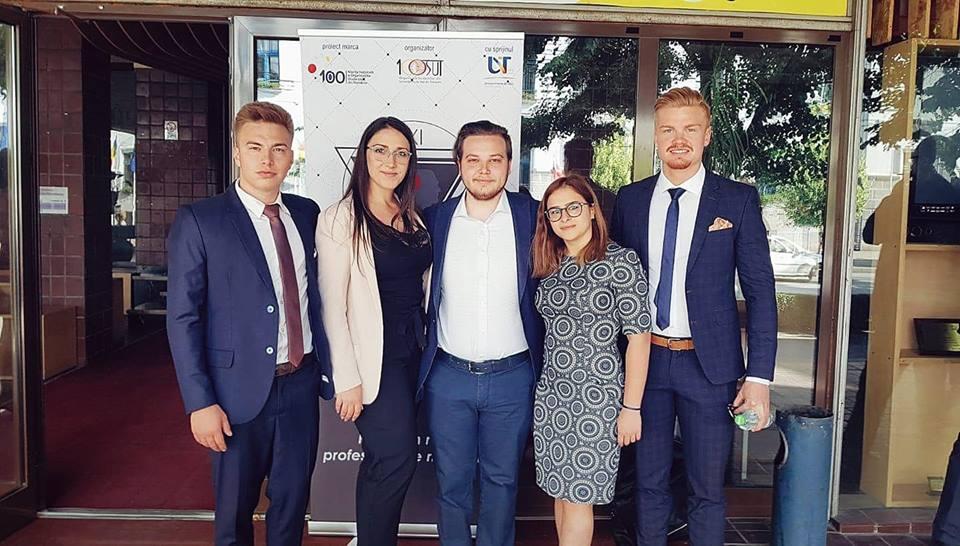 Studentii din Baia Mare isi premiaza profesorii