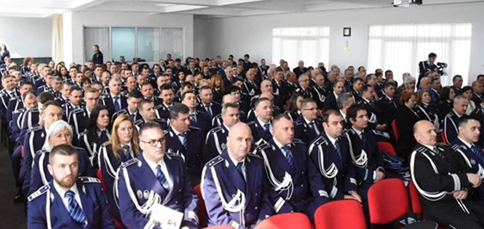 IPJ Maramures: 20 de ofiteri si 103 agenti de politie, inaintati in grad (FOTO)