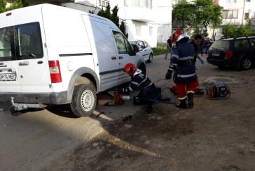 ULTIMA ORA – ACCIDENT IN BAIA MARE: O persoana a ajuns sub o masina (VIDEO&FOTO)