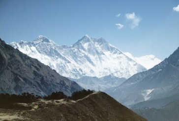 Un alpinist din Nepal a escaladat 13 munti de peste 8.000 de metri in sase luni