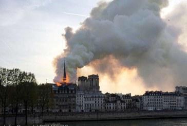 Celebra catedrala Notre-Dame din Paris, cuprinsa de flacari