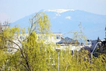 Imaginea zilei: Primavara in oras, iarna la munte