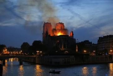 """Incendiu la Notre-Dame – Pompieri: Structura catedralei """"este salvata si pastrata in intregime"""""""