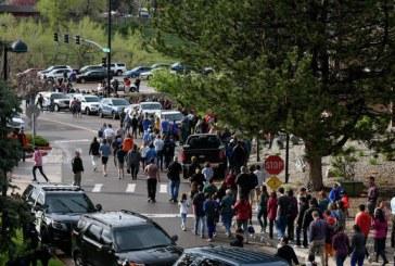 Atac armat in statul American Colorado: Cei doi tineri suspecti au fost inculpati pentru omucidere