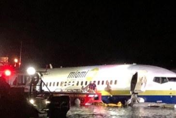 Un Boeing 737 cu 136 de persoane la bord a intrat intr-un rau din Florida. Biroul serifului din Jacksonville: Fiecare persoana este in viata si contabilizata