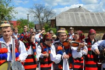 """Stramtura: Festivalul international de cantece si jocuri populare """"Fiii satului"""""""