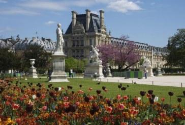 Parisul interzice fumatul in 52 de parcuri si gradini publice
