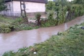 Gospodarii inundate la Manau dupa o rupere de nori (VIDEO)