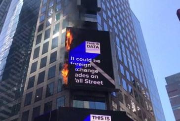 SUA: Incendiu la un ecran publicitar din Times Square, New York