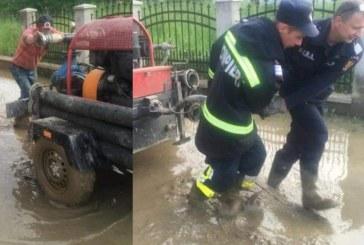 Fotografia zilei: Pompierii maramureseni au intervenit pentru a sprijini localnicii din Viseu de Sus