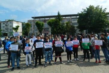 "Protest impotriva desfiintarii Scolii Populare de Arta ""Liviu Borlan"" Baia Mare (FOTO)"
