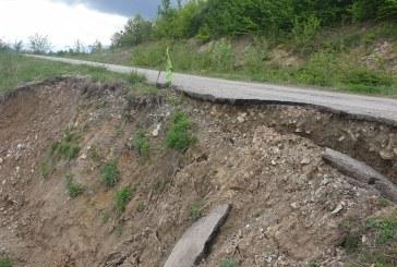 Alunecare de teren in comuna Barsana