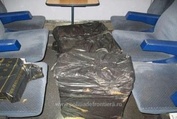 Tren de calatori verificat de frontieristi. In podul unui vagon erau ascunse mai multe pachete cu tigari de contrabanda