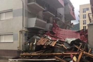 (GALERIE FOTO) Acoperisul unui bloc din Baia Mare a cazut peste un barbat. Incidentul s-a petrecut pe strada Victoriei
