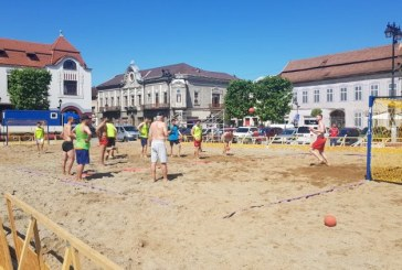 Fotografia zilei: Au inceput antrenamentele pentru Beach Handball Challenge 2019-Baia Mare (GALERIE FOTO)