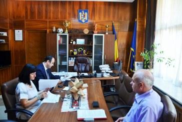 Discutii la Prefectura pe tema ajutoarelor de urgenta pentru populatia afectata de inundatii