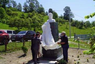 130 de ani fara Eminescu. Dezvelirea bustului marelui poet la Topcina (Maramuresul de Nord, Ucraina) – FOTO