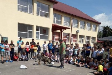 Copiii de la Dumbravita au stat de vorba cu politistii in cadrul taberei de vara