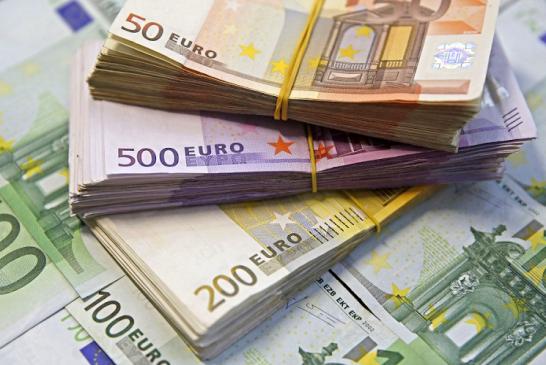 Euro a crescut în aprilie cu 1,7 bani