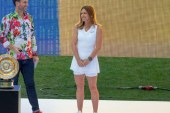 Tenis: Simona Halep si-a prezentat trofeul de la Wimbledon pe Arena Nationala in fata a 20.000 de bucuresteni