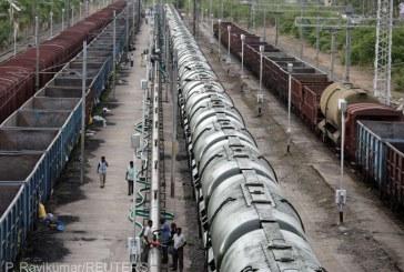 India – Primele 50 de vagoane cu apa au ajuns in orasul Chennai, afectat de seceta