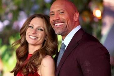 "Dwayne Johnson, supranumit ""The Rock"", s-a casatorit in secret, duminica, in Hawaii"