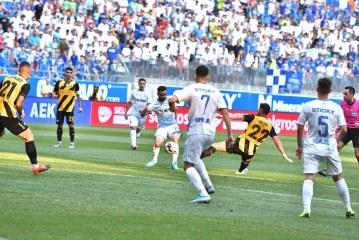 Fotbal: Universitatea Craiova, invinsa acasa de AEK Atena cu 2-0, in turul al treilea preliminar al Europa League