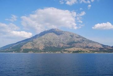 Grecia: Sute de turisti evacuate de pe insula greceasca Samos din cauza unui incendiu de padure