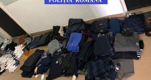 Politistii de la Investigarea Criminalitatii Economice au confiscat peste 80 articolele vestimentare contrafacute, din Baia Mare si Valea Viseului