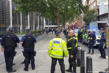 Un barbat a fost injunghiat in fata Ministerului de Interne din Londra