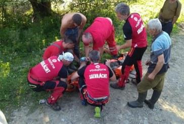 (FOTO)Barbat cazut intr-o rapa, recuperat de salvamontistii din Viseu de Sus. Incidentul s-a petrecut la Novat, Valea Vaserului