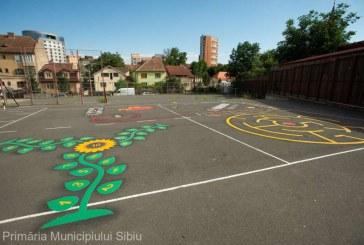 Primarul Sibiului spera sa-i convinga pe elevi sa renunte la telefon si sa se joace in curtea scolii
