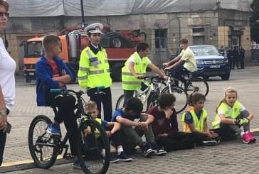 Educatie rutiera – educatie pentru viata: Aproape 20 de copii din opt judete si-au demonstrat abilitatile pe bicicleta, in Baia Mare (FOTO)