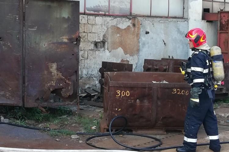 Incendiu la un bazin de retentie din Satu Nou de Sus