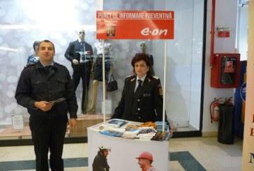 Pompierii vor fi prezenti vineri, in patru centre comerciale din Baia Mare. Acestia vor sta de vorba cu elevii, dascalii si parintii despre evitarea situatiilor de urgenta in scoli si licee