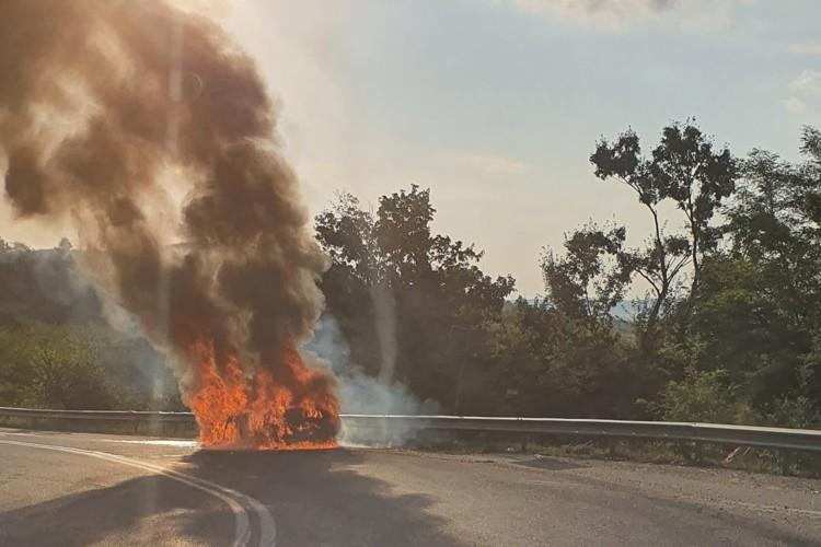 INCREDIBIL: O masina s-a facut scrum pe Mesteacan (FOTO)