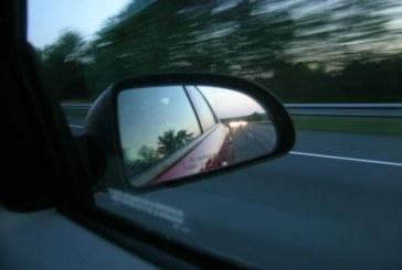Baimareanca cercetata de politisti dupa ce a distrus oglinzile retrovizoare ale unor autoturisme