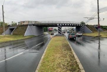 (Foto)Podul de cale ferata de la intrarea in orasul Baia Mare a fost renovat