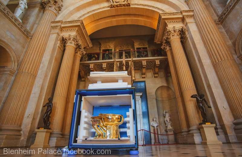 Marea Britanie - O toaleta din aur in valoare de un milion de lire sterline a fost furata din Palatul Blenheim