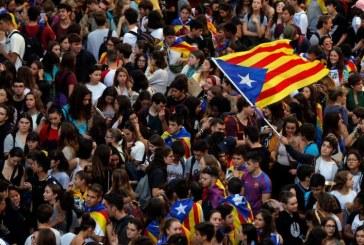 Peste o jumatate de milion de oameni au protestat la Barcelona impotriva condamnarilor primite de liderii separatisti