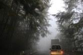 Info trafic: Vizibilitate redusa de ceata in Pasul Prislop, Gutai si DE 58 spre Seini. Ninge slab in Sighet si Viseu